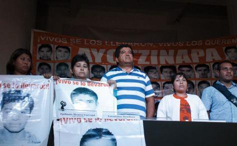"""10 puntos por los que la PGR debe mantener abierta la investigación sobre los estudiantes desaparecidos de la Normal Rural """"Raúl Isidro Burgos"""" de Ayotzinapa"""